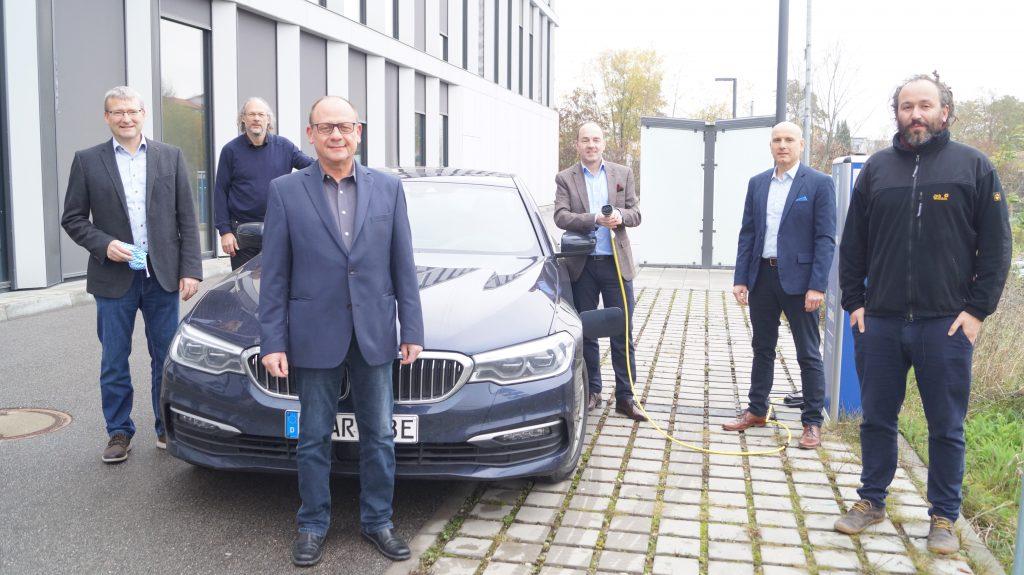 """Netzwerk """"IntelliZell"""" revolutioniert Energienetz – Weiterer Meilenstein im E-Mobilitätscluster Regensburg erreicht."""